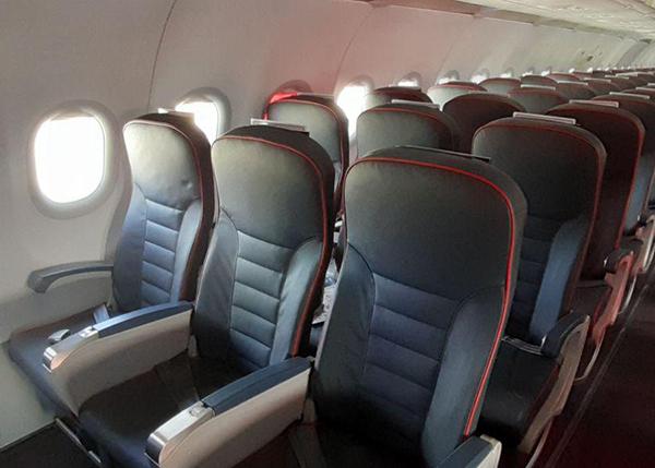 салон самолета эконом-класс кресло Airbus A320neo Уральские авиалинии (2019)   Фото:Накануне.RU