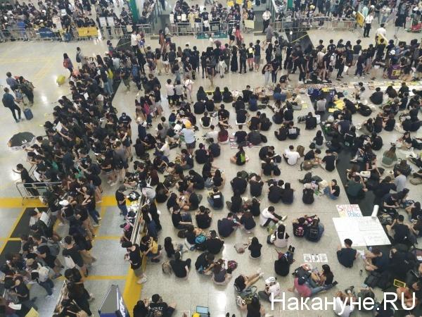 Демонстранты в аэропорту Гонконга 10.08.2019(2019)|Фото: Накануне.Ru