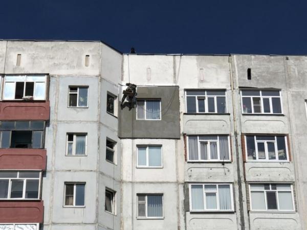 альпинист промышленный, фасад дома, подготовка к зиме, жкх(2019)|Фото:пресс-служба главы Нижневартовска