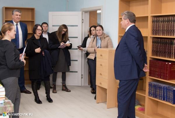 василий тихонов, библиотека, книги(2019)|Фото:пресс-служба администрации Нижневартовска