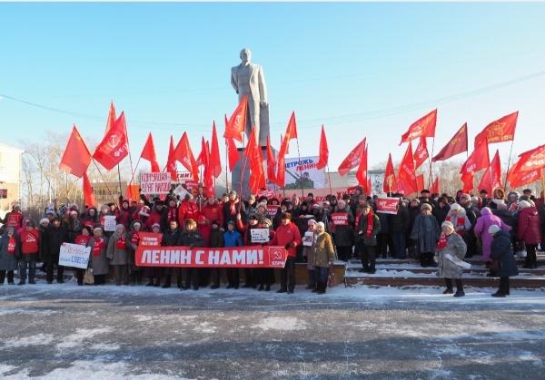 В Ревде состоялся массовый митинг в защиту памятника В.И. Ленину(2019) Фото: Александр Ивачев