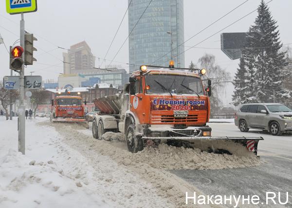 Снегоуборочные машины в Екатеринбурге(2019) Фото: Накануне.RU