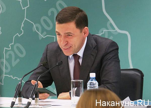 Евгений Куйвашев, телефон(2020)|Фото: Накануне.RU