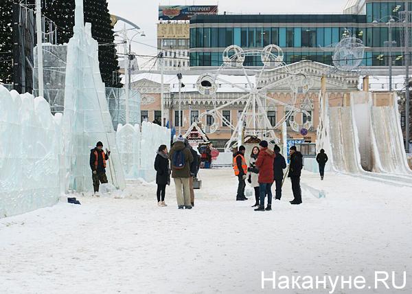 Обрушение стены в ледовом городке(2020) Фото: Накануне.RU