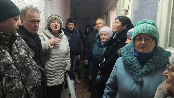 Сход жителей по поводу мусорного полигона в поселке Малышева(2020)|Фото: Наталья Крылова