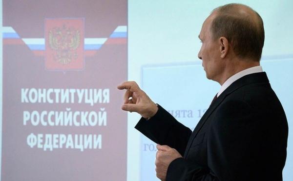 Владимир Путин, Конституция(2020)|Фото: twitter.com/Kremlinpool_RIA
