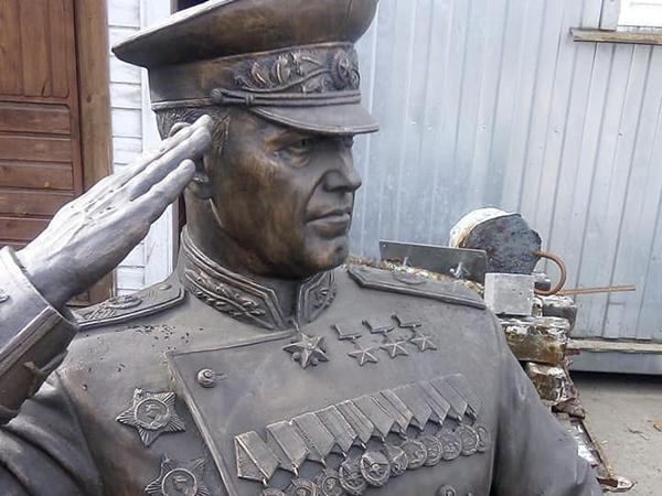 памятник Жукову, распил, реставрация(2020) Фото: facebook.com/100001806463225