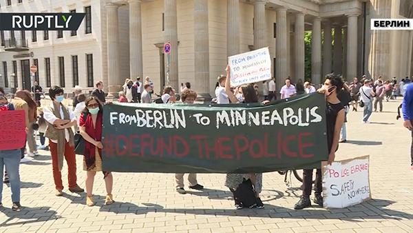 Акция протеста из-за гибели Джорджа Флойда(2020)|Фото: RT