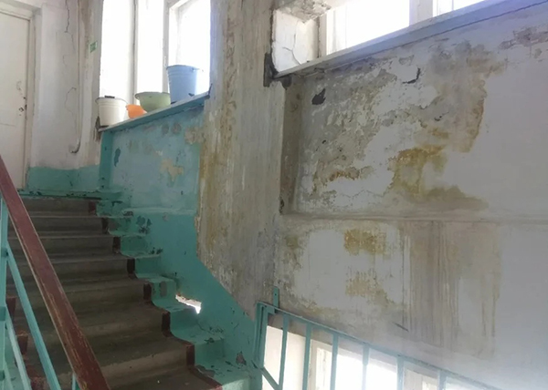 Аварийная больница в поселке Восточный Свердловской области(2020)|Фото: Гражданский Патруль