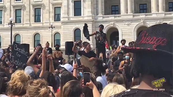 Протесты у капитолия в США(2020)|Фото: twitter.com/UR_Ninja