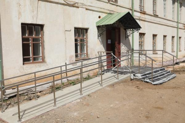 здание, крыльцо, старинное здание, колледж(2020) Фото: пресс-служба правительства Вологодской области