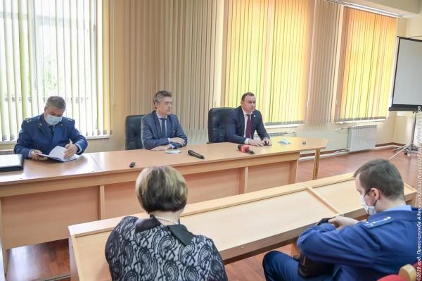 Встреча с рабочими НТЗМК  22.06.2020(2020) Фото: ntagil.org/ Илья Колесов