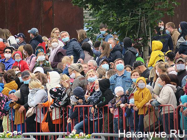 толпа, зрители, парад Победы в Екатеринбурге(2020)|Фото: Накануне.RU