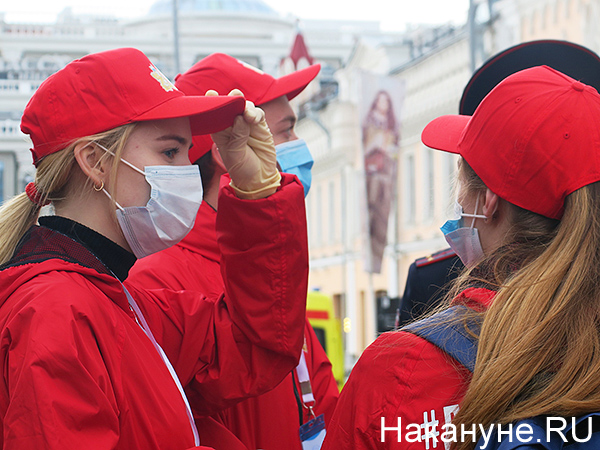 волонтеры, парад Победы в Екатеринбурге(2020)|Фото: Накануне.RU