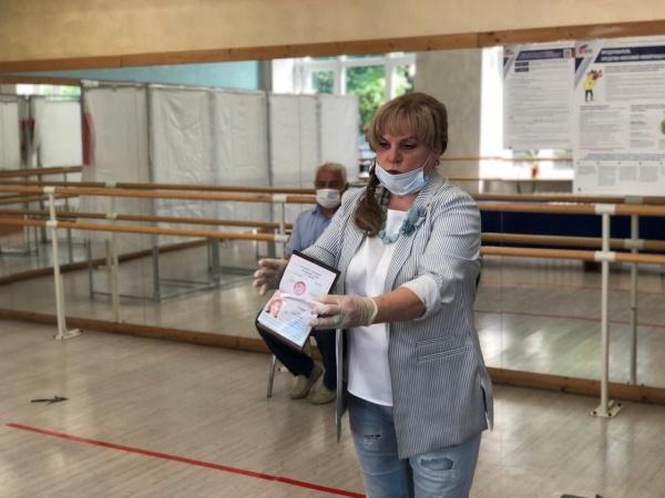 Глава ЦИК Элла Памфилова голосует по поправкам в Конституцию 27.06.20. (2020) | Фото: пресс-служба ЦИК РФ