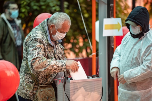 мобильный участок для голосования по Конституции(2020) Фото: Екатеринбург.рф/ Федор Серков