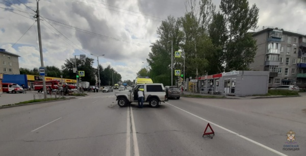 ДТП, авария, Мерседес, ларек(2020) Фото: 55.мвд.рф