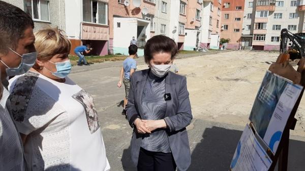 комарова, люди, двор(2020)|Фото: пресс-служба администрации Сургутского района