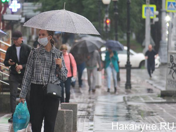 Люди под дождем(2020)|Фото: Накануне.RU