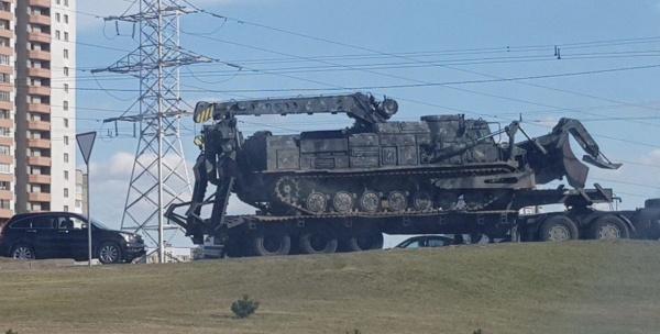 Армейский бульдозер БАТ-2, как утверждается, замечен в Минске(2020)|Фото: twitter.com/mediazona_by