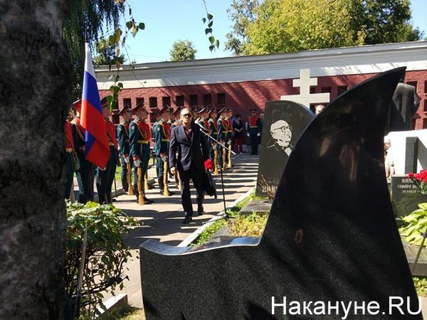 Открытие памятника Валерию Брумелю на Новодевичьем кладбище в Москве(2020) Фото: Накануне.RU
