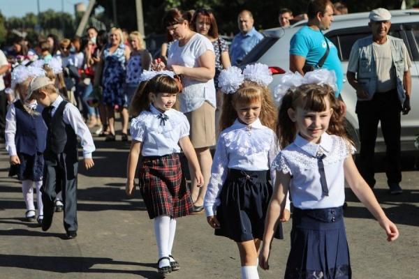 дети,школа, 1 сентября, девочки(2020)|Фото: пресс-служба Воронежской областной думы