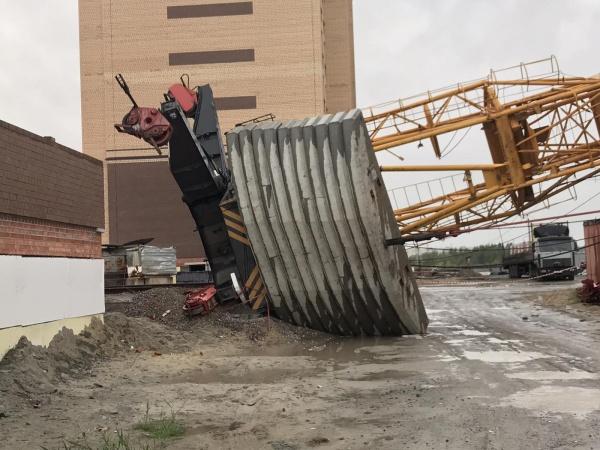 Кран, стройка, падение, улица Кармацких, Тюмень(2020)|Фото: СУ СКР по Тюменской области
