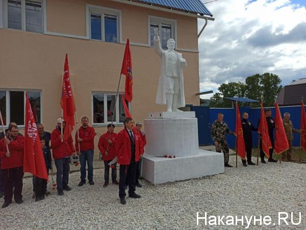 В Кусе открыли памятник Сталину, найденный в пруду(2020)|Фото: Накануне.RU