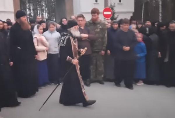 Сергий проводит черту у монастыря(2020)|Фото: Всеволод Могучев