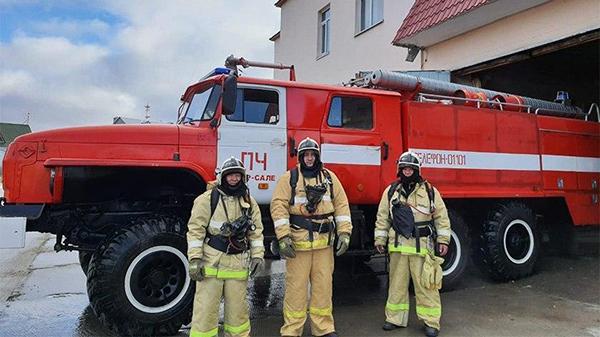 Пожарные Сергей Яптик, Михаил Емельянов и Василий Худи в Яр-Сале(2020)|Фото: t.me/YANAO_official