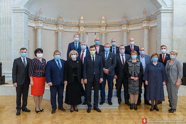 Евгений Куйвашев с депутатами местных дум(2020)|Фото: све.рф