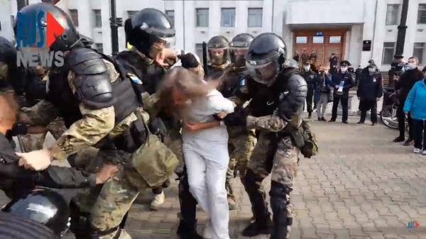 Хабаровск, Фургал, митинг, ОМОН, задержание(2020)|Фото:  youtube.com/watch?v=QDUsZaUuRKY
