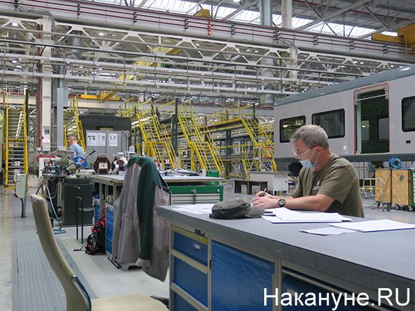 """Рабочие завода """"Уральские локомотивы""""(2020) Фото: Накануне.RU"""