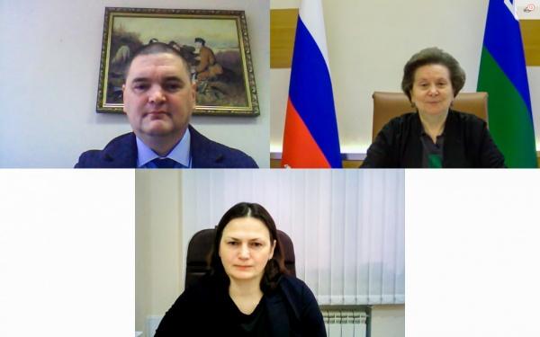 Наталья Комарова, Софья Конух, Михаил Шинкарев(2020) Фото: Департамент общественных и внешних связей Югры