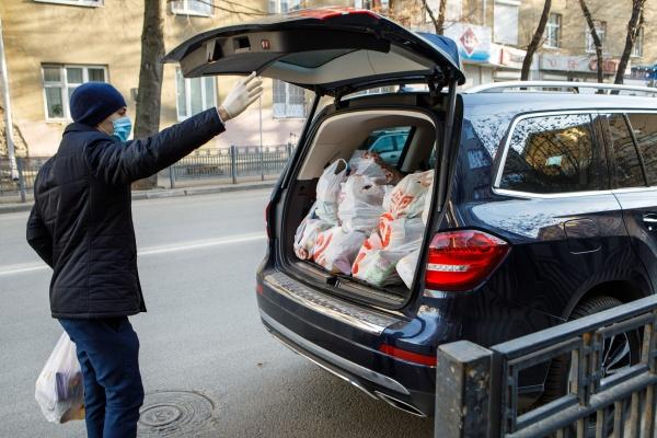 депутаты, воронежская областная дума, продуктовые наборы(2020)|Фото:пресс-служба Воронежской областной думы