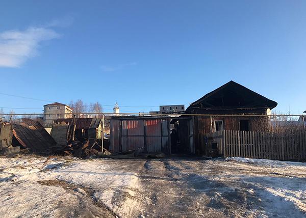 Дом в Полевском, где умерли трое граждан(2020)|Фото: СУ Следственного комитета РФ по Свердловской области
