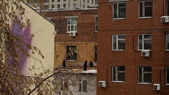 разбор крыши на Декабристов, 20(2020)|Фото: t.me/SennayaSqr