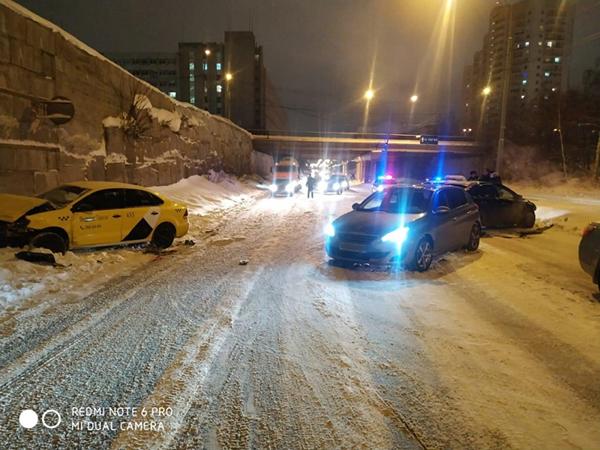 ДТП с участием такси(2021)|Фото: Отделение пропаганды ОГИБДД УМВД России по г. Екатеринбургу