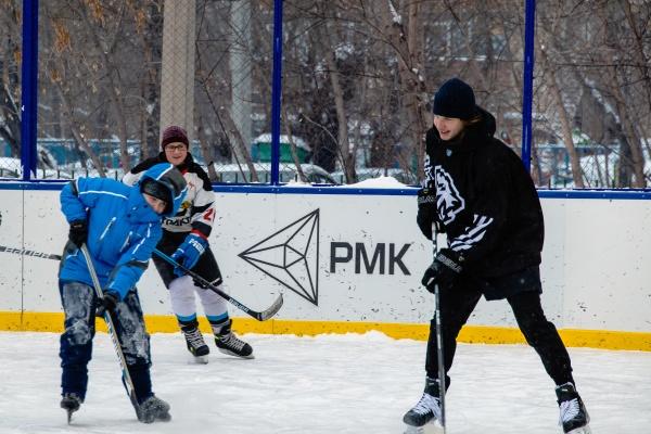 хоккейный корт, дети, Трактор,(2021)|Фото: РМК, Валерий Звонарев,