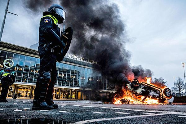 Беспорядки в Нидерландах из-за ужесточения локдауна(2021)|Фото: Rob Engelaar / AFP / East News