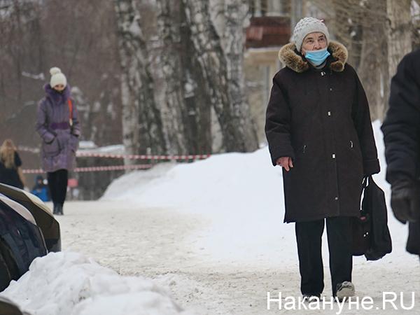 Бабушка в медицинской маске(2021)|Фото: Накануне.RU