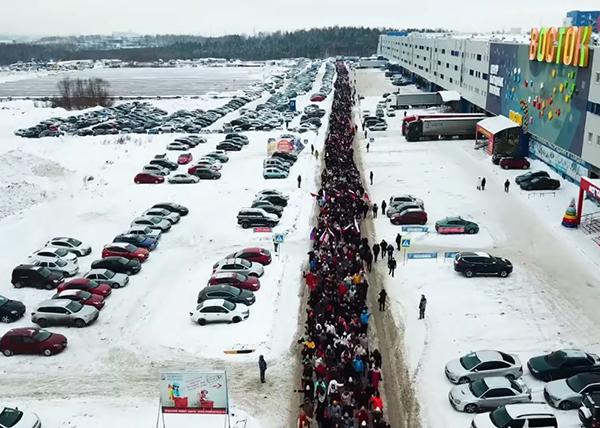 Флешмоб сотрудников Сима-ленда в поддержку Путина(2021)|Фото: Соцсети