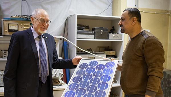 Прибор для получения чистой воды с помощью солнечной энергии, созданный в УрФУ(2021)|Фото: пресс-служба Уральского федерального университета