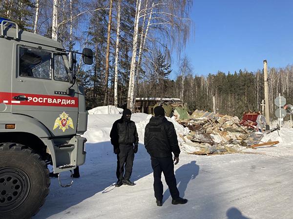 Сломанная охранная будка на пропускном пункте Среднеуральского женского монастыря(2021)|Фото: t.me/protectsergii