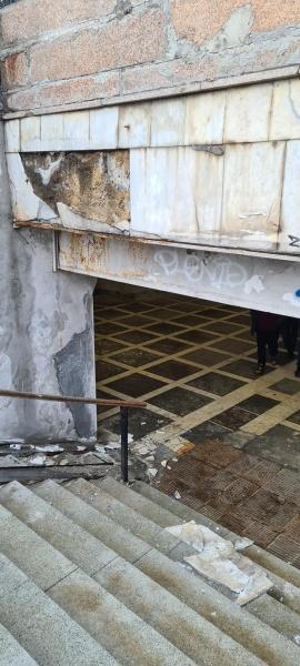 подземный переход на площади Революции, рухнула облицовка,(2021)|Фото: facebook.com/denis.ni.18