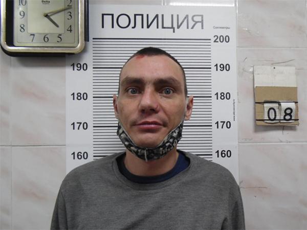 подозреваемый в нападении на салон сотовой связи(2021)|Фото: екб.66.мвд.рф