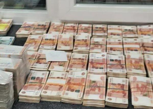 Деньги, найденные у задержанного губернатора Пензенской области Ивана Белозерцева(2021)|Фото: t.me/Fio100