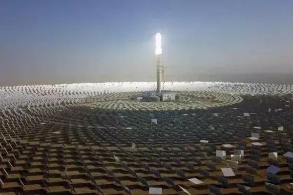 Солнечная электростанция близ г. Дуньхуан в пров. Ганьсу(2021)|Фото: sohu.com