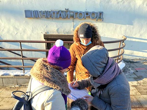Сбор подписей за сквер Бориса Рыжего(2021)|Фото: Алексей Никифоров