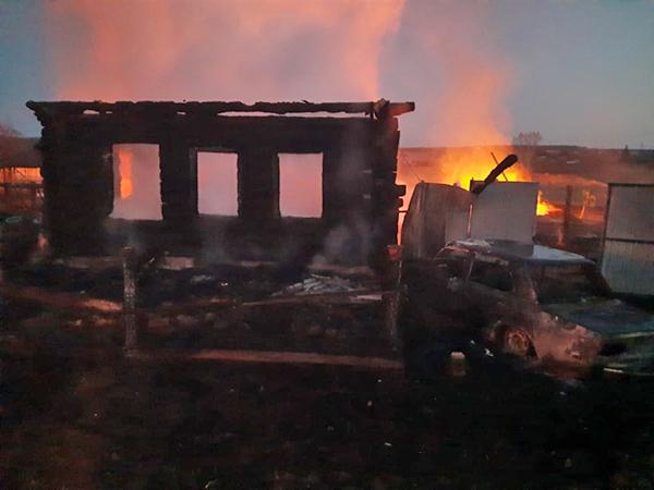 Пожар в Горноуральском городском округе, д. Бызова, ул. Рябиновая(2021) Фото: ГУ МЧС России по Свердловской области